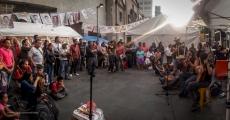 Arte solidario con Ayotzinapa desde el plantón en la SRE